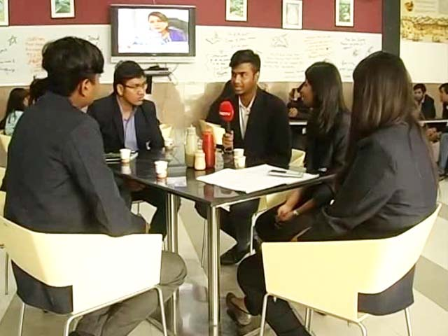 Video : Students Debate New Age Media