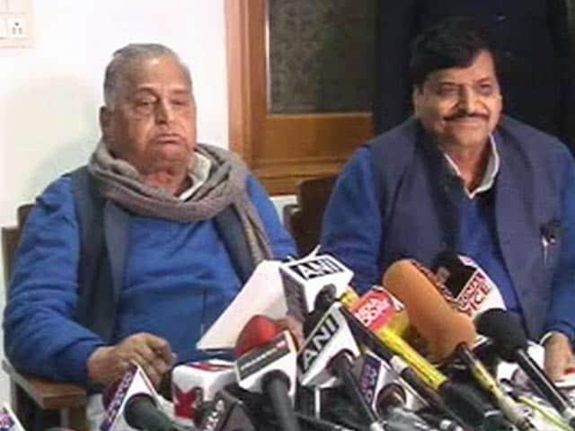 Videos : अखिलेश और रामगोपाल यादव छह साल के लिए सपा से निकाले गए