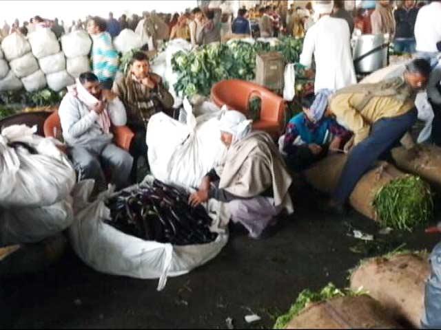 Videos : नोटबंदी : दिल्ली की आज़ादपुर मंडी में मंदी बरकरार
