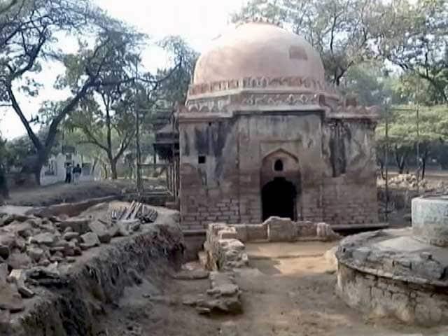 Video : दिल्ली में झरोखा गुंबद के नीचे मिलीं ऐतिहासिक इमारतें...