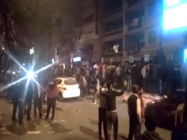 Videos : 31 दिसंबर को बेंगलुरु में ही नहीं दिल्ली में भी लड़की से हुई थी छेड़छाड़