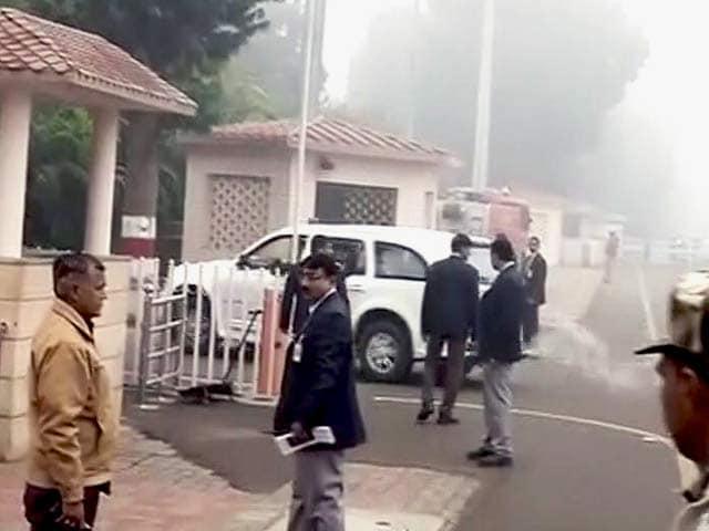 Videos : सपा में सुलह की कोशिश तेज, शिवपाल से मिले अखिलेश