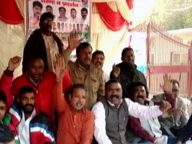 Video : पूर्वी दिल्ली में सड़कों पर गंदगी के ढेर, सफ़ाई कर्मचारियों ने फिर की हड़ताल