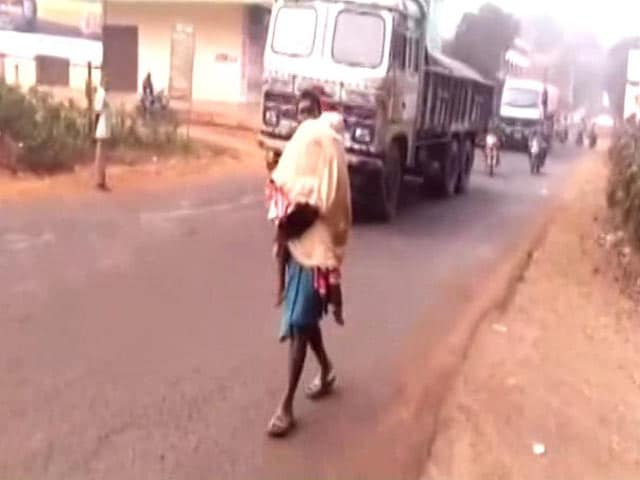 Video : Another Dana Majhi? Odisha Man Walks With Daughter's Body From Hospital