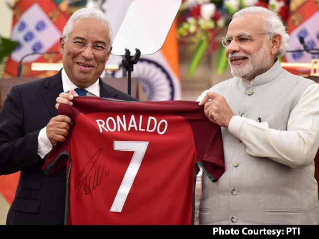 Video : PM Narendra Modi Gifted Signed Cristiano Ronaldo Jersey By Portugese Premier