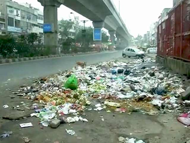 Video : पूर्वी दिल्ली के सफ़ाईकर्मी हड़ताल पर, सरकार ने जारी किया 119 करोड़ का एडवांस फंड