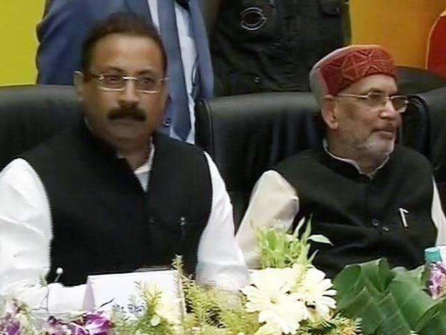 Videos : केंद्रीय मंत्री राधामोहन सिंह को नीतीश के मंत्री ने मंच पर सुनाई खरी-खोटी
