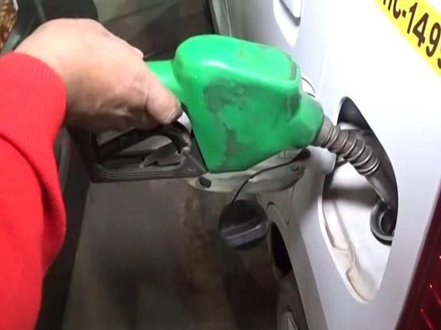 Video : Petrol Pumps Will Accept Cards For Now As Government Steps In
