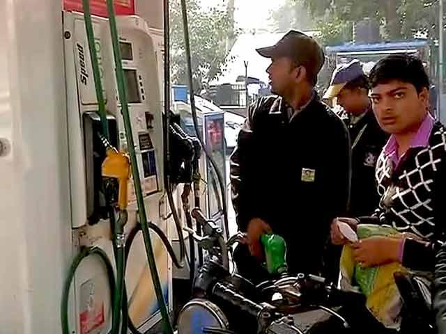 Videos : इंडिया 8 बजे : कार्ड से पेट्रोल-डीजल बेचने पर डीलरों को राहत