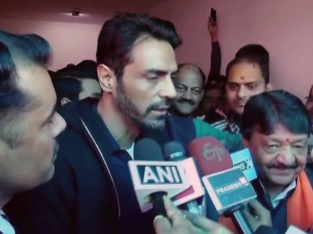 Videos : एक्टर अर्जुन रामपाल पहुंचे BJP के दफ्तर, यूपी चुनावों में कर सकते हैं पार्टी का प्रचार