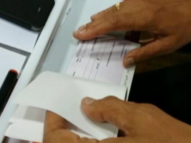 Video : MoJo@7: चेकबुक लॉकर में, फिर कैसे निकले पैसे