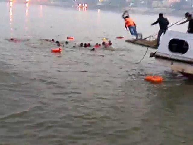 Videos : इंडिया 9 बजे : पटना में नौका हादसे में 10 की मौत