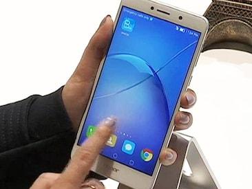 सेल गुरु : CES 2017 में पेश किया गया Honor का नया मिड रेंज फोन 6X