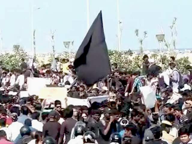 Video : बड़ी खबर : जल्लीकट्टू के खिलाफ चेन्नई में जोरदार प्रदर्शन