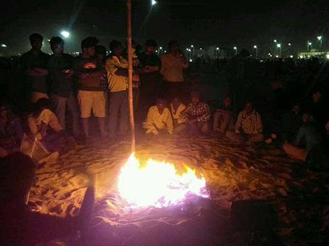 Video : Night 3 Of Jallikattu Protests: 15,000 People, Bonfires On Chennai Beach