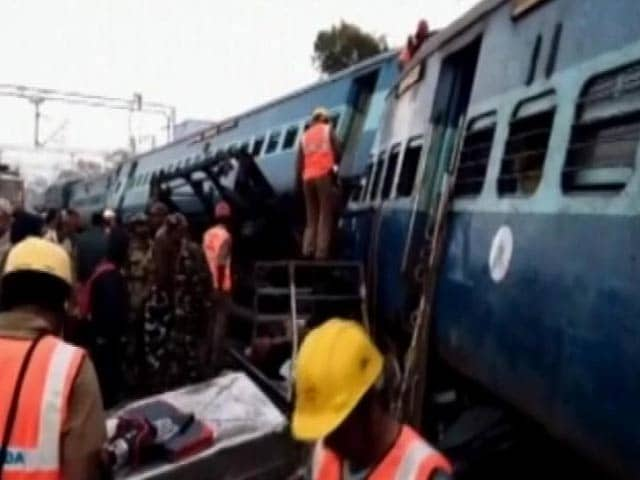 Video : आंध्र प्रदेश में हीराखंड एक्सप्रेस पटरी से उतरी, 32 लोगों की मौत