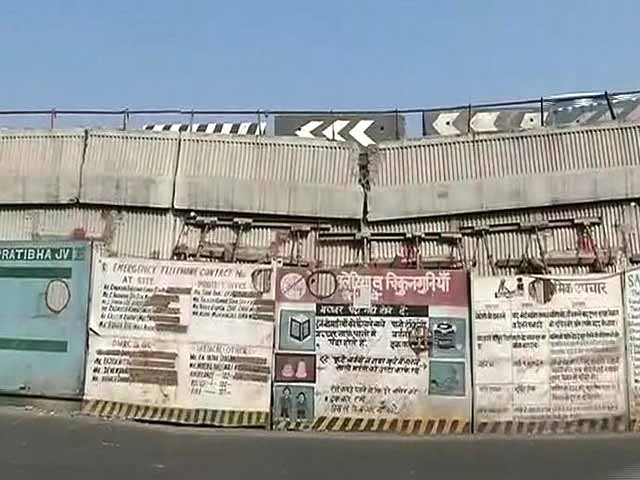 Video : Delhi Flyover Used By Lakhs Each Day Held Together By Planks And Prayers