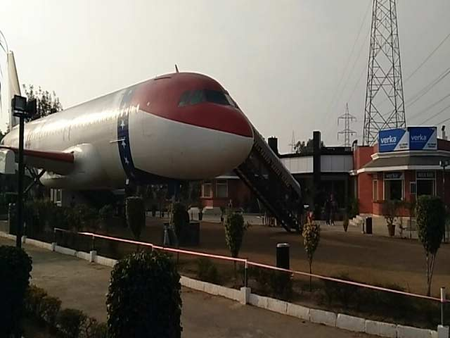 Video : लुधियाना : व्यवसायी ने हवाई जहाज में खोला रेस्टोरेंट