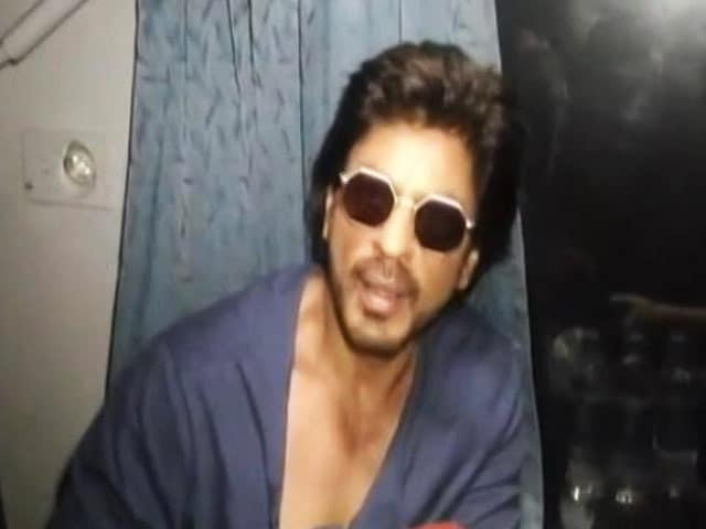 Video : Come On Board Shah Rukh Khan's <i>Raees</i> Special Train