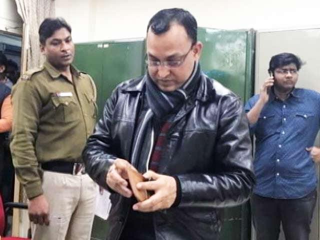 Videos : दिल्ली के सफदरजंग अस्पताल से फर्जी डॉक्टर गिरफ्तार