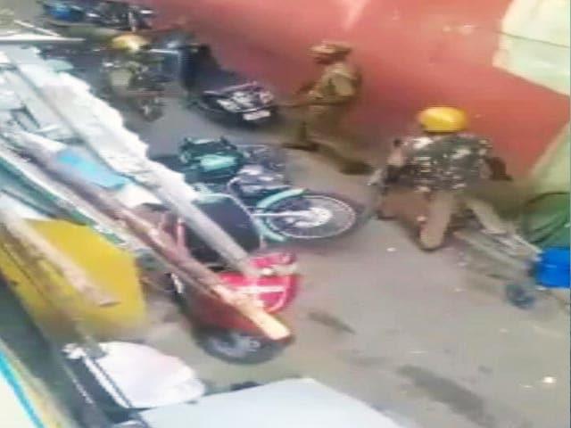 Video : जल्लीकट्टू पर हिंसक प्रदर्शन के दौरान पुलिस बर्बरता से जुड़े वीडियो आए सामने