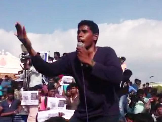 Video : Slogans And Chants At Chennai's Marina Beach Against The Ban On Jallikattu