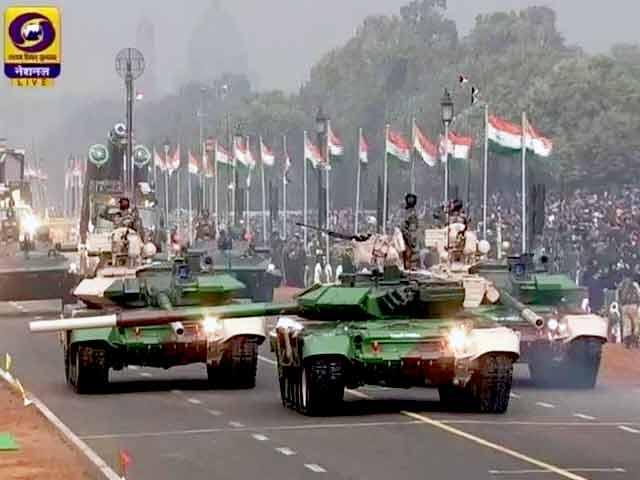 Videos : गणतंत्र दिवस : राजपथ पर दिखी सैन्य ताकत और सांस्कृतिक विरासत