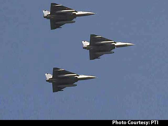 Video : Republic Day 2017: Indigenous Fighter Jet Tejas Makes Its Debut At Rajpath Parade