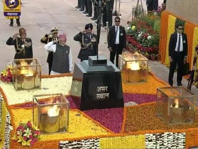 Videos : अमर जवान ज्योति पर पीएम मोदी ने दी शहीदों को श्रद्धांजलि
