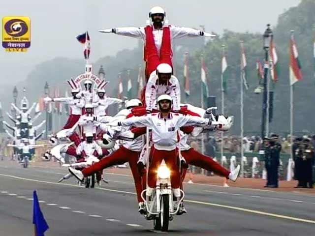 Video : गणतंत्र दिवस : राजपथ पर देश की सैन्य शक्ति और विविधता का प्रदर्शन