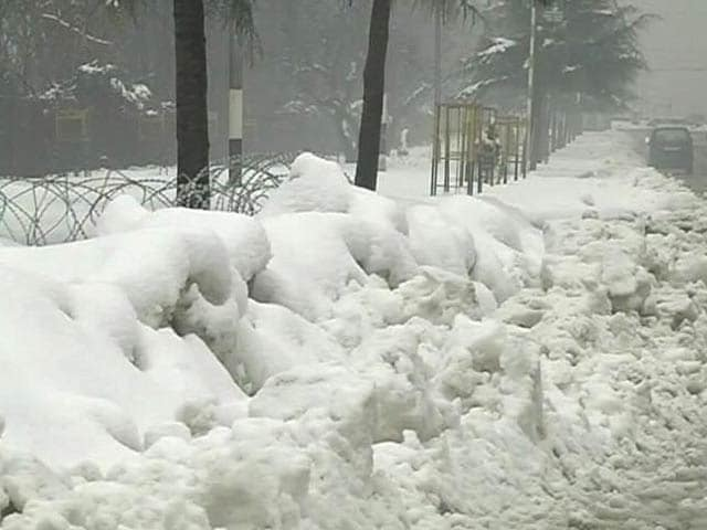Video : 10 Soldiers Killed As Avalanches Hit Army Post And Patrol In Kashmir's Gurez