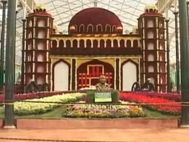 Video : बेंगलुरु के लाल बाग में चार लाख गुलाबों से तैयार किया गया गोल गुंबज