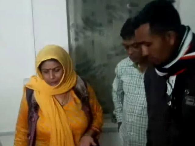 Videos : गुजरात में जालसाजी के आरोप में एक साध्वी हुई गिरफ्तार