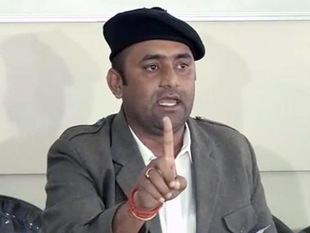 Videos : फिल्म 'पद्मावती' पर करणी सेना और संजय लीला भंसाली के बीच समझौता