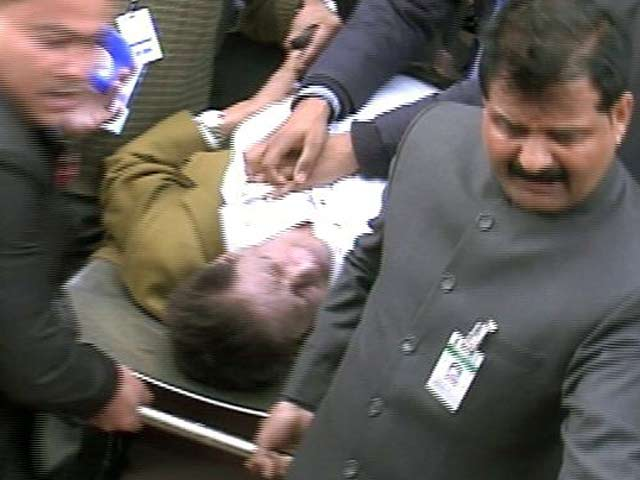 Videos : बजट सत्र के दौरान संसद में बेहोश हुए पूर्व मंत्री ई अहमद
