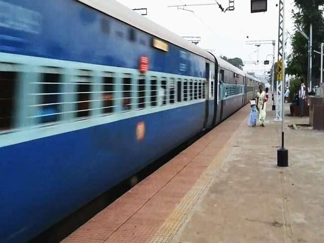 Video : बजट 2018 :   रेलवे के लिए 1.48 लाख करोड़ रुपए का आबंटन