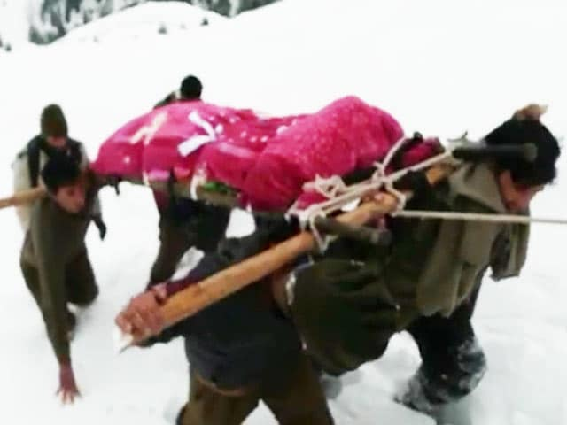 Video : A Soldier Trekked Through Kashmir Snow, Carrying His Mother's Body