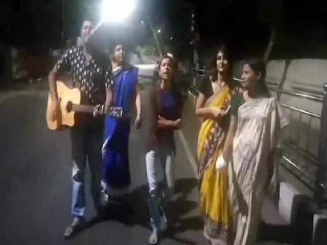 Video : 'Kodaikanal Won't' Rapper Sofia Ashraf's Song Protesting Sasikala Is Viral