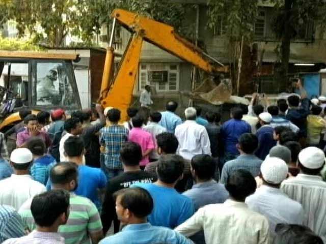 Videos : मुंबई : बांद्रा लिंकिंग रोड के सौंदर्यीकरण के लिए दुकानें हटाने का विरोध
