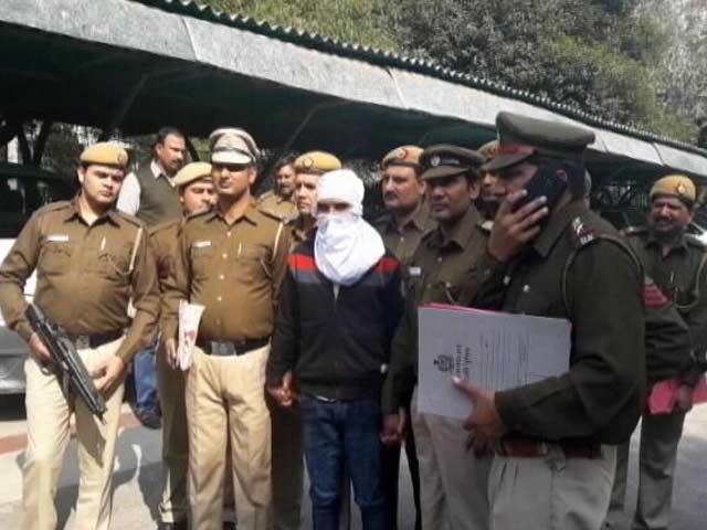 Videos : MoJo@7: नेहरू प्लेस में दिल्ली पुलिस और बदमाशों के बीच मुठभेड़