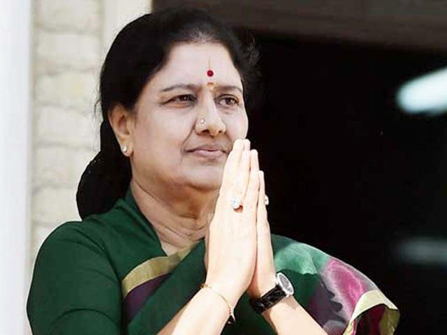 Videos : शशिकला आज तमिलनाडु के सीएम पद की शपथ नहीं ले पाएंगी...