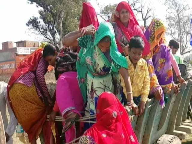 Videos : यूपी : चंदौसी में मायावती की रैली में जुटी समर्थकों की भीड़