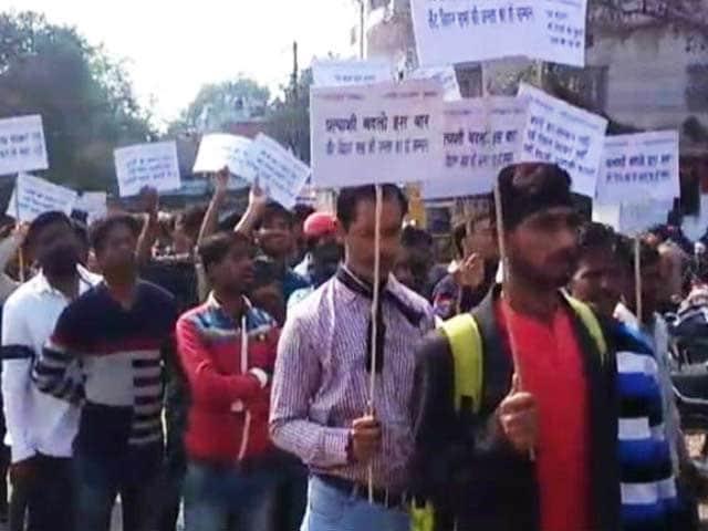 Video : वाराणसी में टिकट बंटवारे से नाराज बीजेपी कार्यकर्ताओं ने केशव मौर्य का किया विरोध