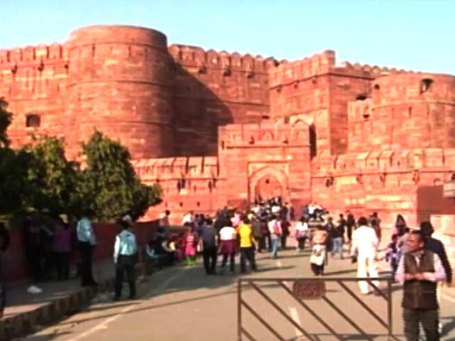 Video : UP Elections 2017: This Year Notes Ban A Big Poll Issue In Agra As Tourism Takes A Hit