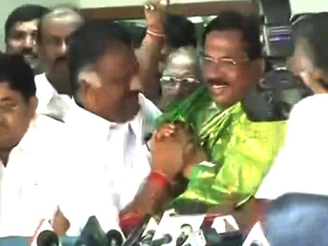Video : Minister, Panneerselvam's Top Catch, Says More Will Dump Sasikala
