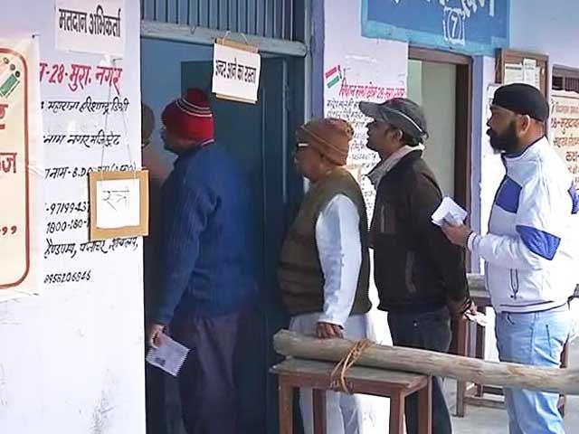 Video : UP Elections 2017: दूसरे चरण में बिजनौर में कड़ी सुरक्षा के बीच वोटिंग