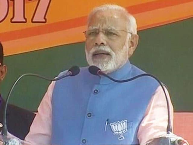 Videos : पीएम मोदी ने कन्नौज में इसरो के वैज्ञानिकों को दी ऐसे बधाई