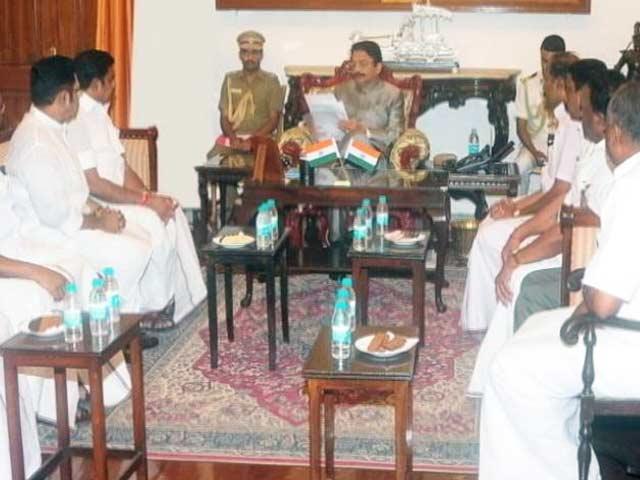 Videos : तमिलनाडु में सीएम की शपथ को लेकर राज्यपाल पर निगाहें