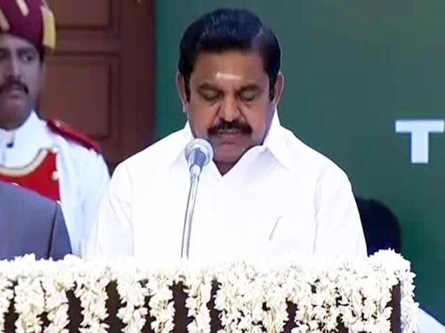 Videos : तमिलनाडु : पलानीस्वामी ने ली मुख्यमंत्री पद की शपथ