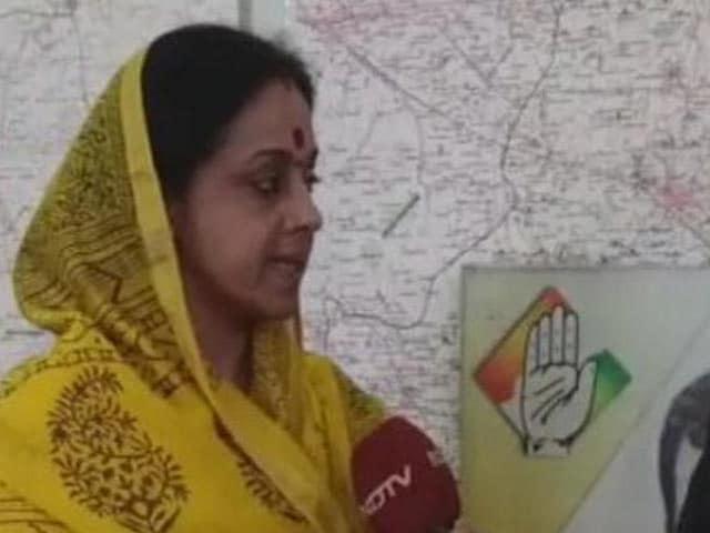 Videos : महादागी हैं सपा के अमेठी प्रत्याशी : कांग्रेस उम्मीदवार अमिता सिंह